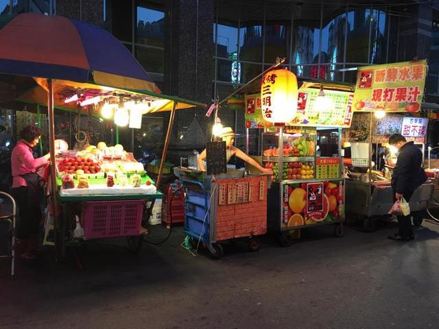 夜市摆摊卖啥好?10种小吃深受喜爱,市场空间巨大