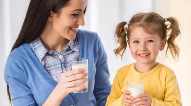 多喝牛奶能长高?这么多年你可能都错了